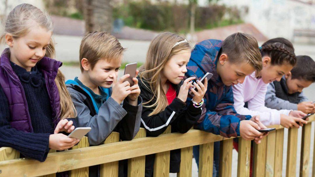 ¿ Es justo prohibir el uso del móvil en las escuelas?